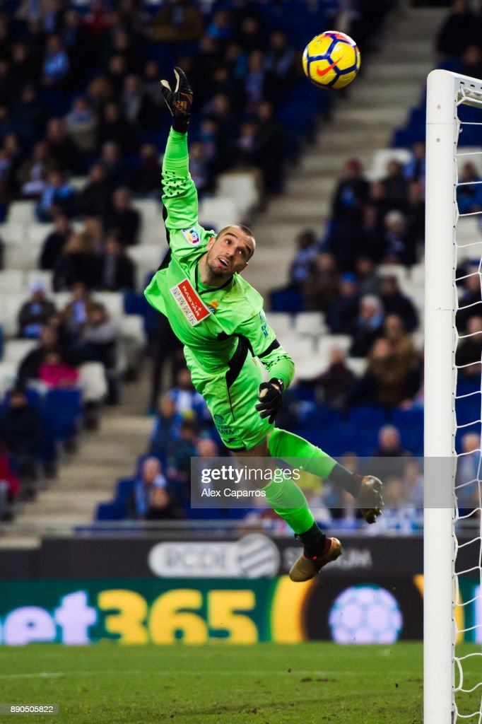 Pau Lopez of RCD Espanyol flies for the ball during the La Liga match between RCD Espanyol and Girona FC at RCDE Stadium on December 11, 2017 in Barcelona, Spain.