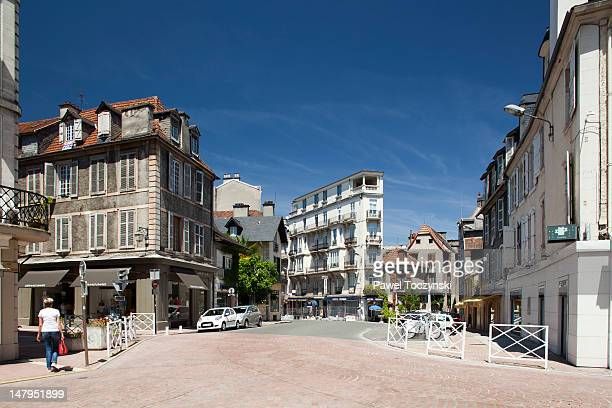 pau old town, traditional basque architecture - ポー市 ストックフォトと画像