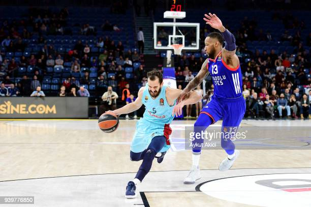 Pau Ribas #5 of FC Barcelona Lassa competes with Sonny Weems #13 of Anadolu Efes Istanbul during the 2017/2018 Turkish Airlines EuroLeague Regular...