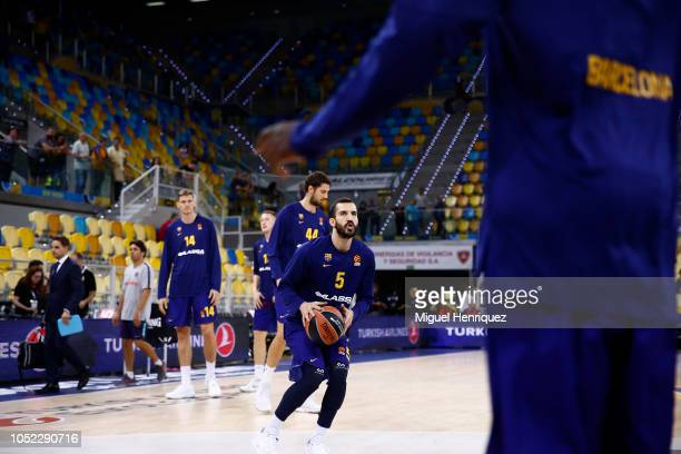 Pau Ribas #5 of FC Barcelona Lassa warm up prior the 2018/2019 Turkish Airlines EuroLeague Regular Season Round 2 game between Herbalife Gran Canaria...