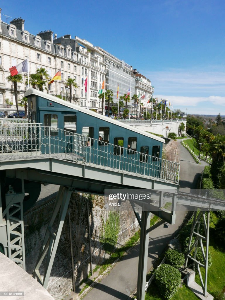 the funicular railway near the Boulevard des Pyrenees. Inaugurated in 1908, its links the district of the station (lower city) with the 'boulevard des Pyrenees' (upper city).