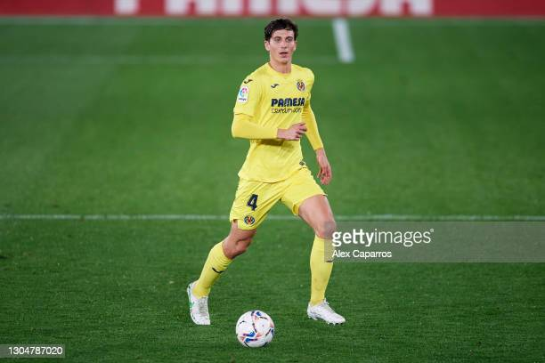Pau Torres of Villarreal CF runs with the ball during the La Liga Santander match between Villarreal CF and Atletico de Madrid at Estadio de la...