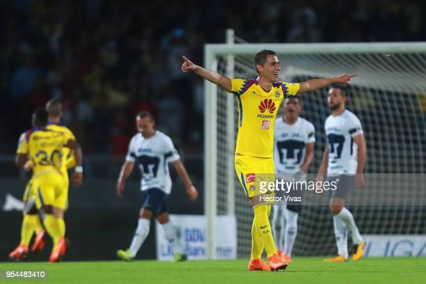 Paul Aguilar of America celebrates during the quarter finals first leg match between Pumas UNAM and America as part of the Torneo Clausura 2018 Liga...