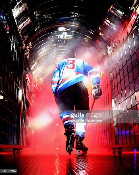 Paul Albers of Nurmberg enters the ice ring for the DEL metch between Thomas Sabo Ice Tigers and Augsburger Panther at the Arena Nuernberger...