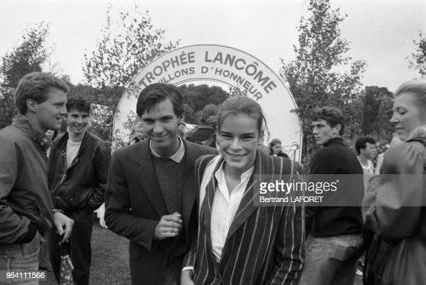 Paul Belmondo et Stéphanie de Monaco lors du Trophée Lancôme à SaintNomlaBretèche le 2 octobre 1983 France