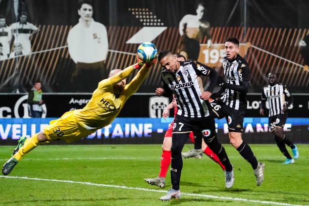 Championnat de France de football LIGUE 1 2018-2019-2020 - Page 32 Paul-bernardoni-of-nimes-stops-a-goal-in-font-of-rachid-alioui-of-picture-id1184222905?k=6&m=1184222905&s=612x612&w=0&h=gU2rH8yjFCDaLrt91RBbd_W6PNM_Ah4-RCNit_qsHgc=