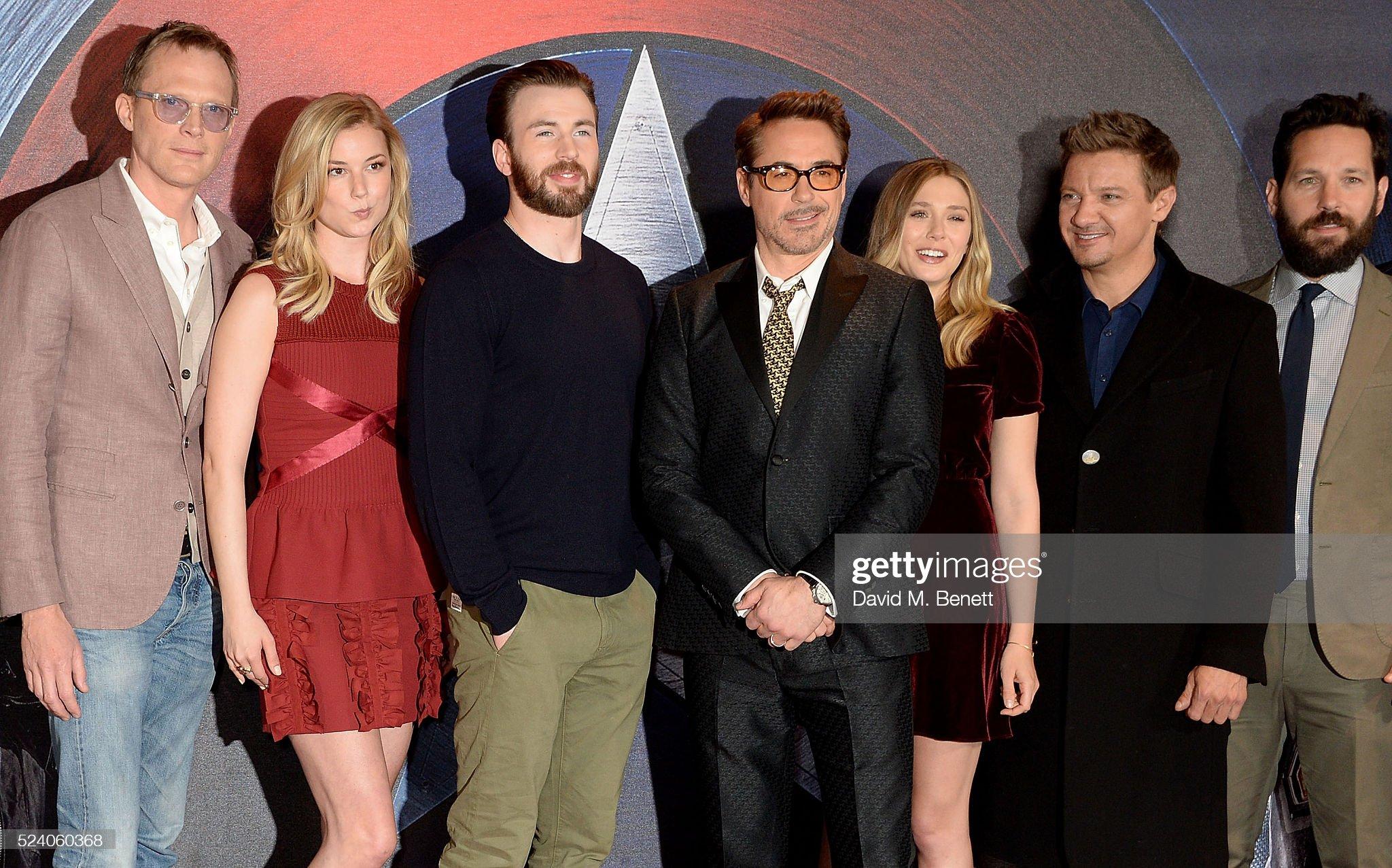 ¿Cuánto mide Robert Downey Jr? - Altura - Real height - Página 5 Paul-bettany-emily-vancamp-chris-evans-robert-downey-jr-elizabeth-picture-id524060368?s=2048x2048