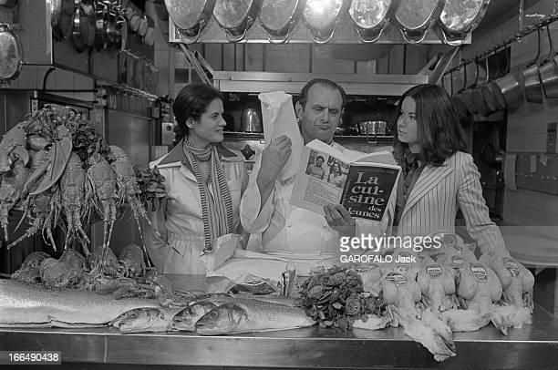 Paul Bocuse Meeting Anne Valerie Giscard D'Estaing And Sylvie PierreBrossolette France 18 mai 1977 le grand chef cuisinier français Paul BOCUSE...