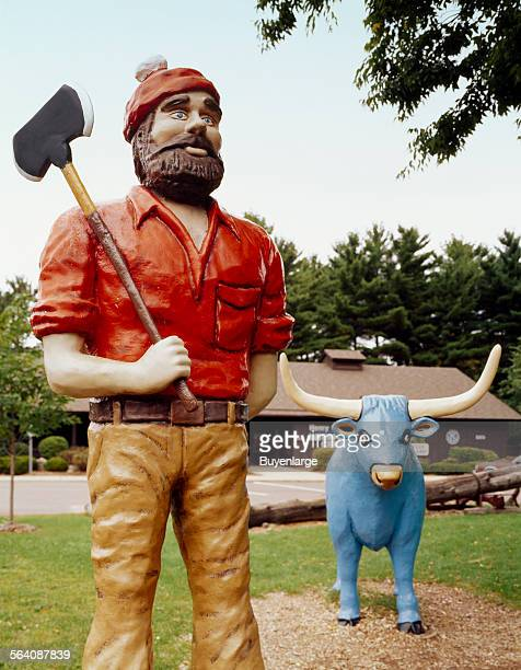 Paul Bunyon and Babe statues Eau Claire Wisconsin