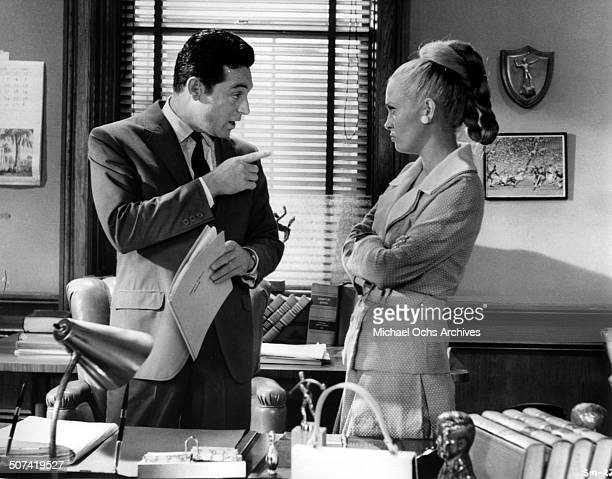 Paul Burke questions Faye Dunaway in a scene from the movie 'The Thomas Crown Affair' circa 1968