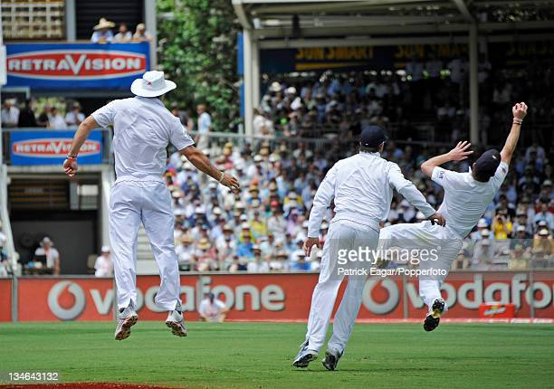 Paul Collingwood holds on to catch Ricky Ponting off Jimmy Anderson for 12 Australia v England 3rd Test Perth December 201011