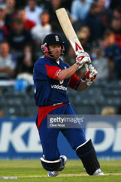 Paul Collingwood of England bats during the Twenty20 International between New Zealand and England at the AMI Stadium on February 7 2008 in...