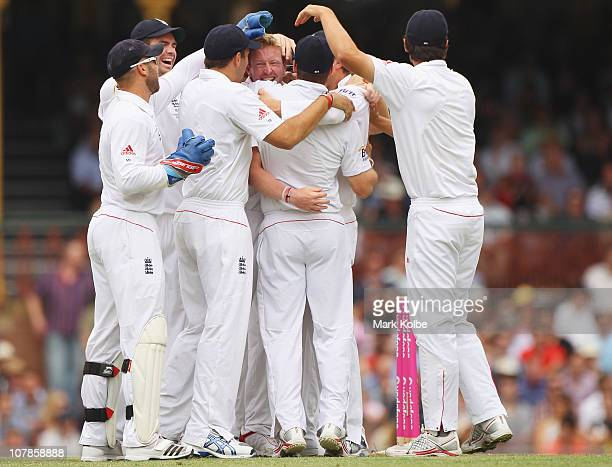 Paul Collingwood of England celebrates with his team after taking the wicket of Michael Hussey of Australiaduring day two of the Fifth Ashes Test...