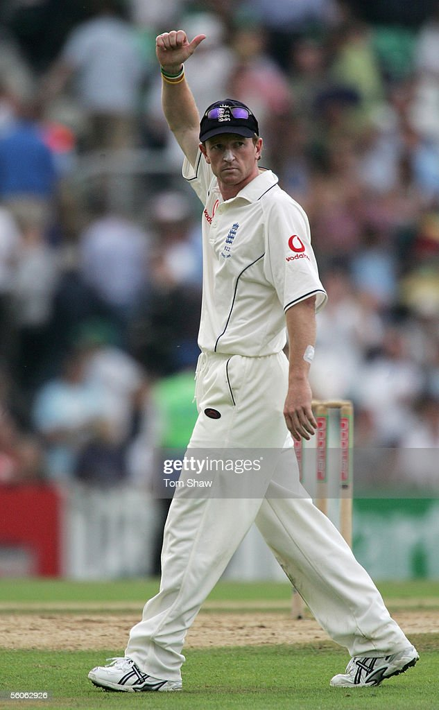Paul Collingwood of England gives the thumbs up during day three of the Fifth npower Ashes Test match between England and Australia at the Brit Oval on September 10, 2005 in London, England.