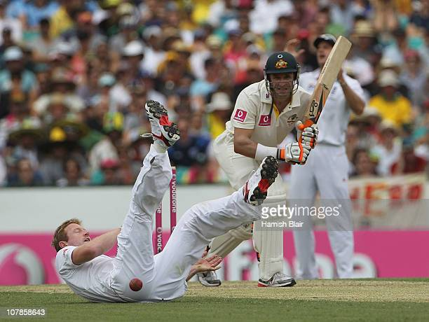 Paul Collingwood of England just fails to get to a bat pad chance from Michael Hussey of Australia during day two of the Fifth Ashes Test match...