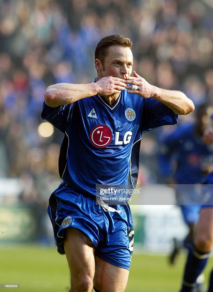 Paul Dickov of Leicester City celebrates : News Photo
