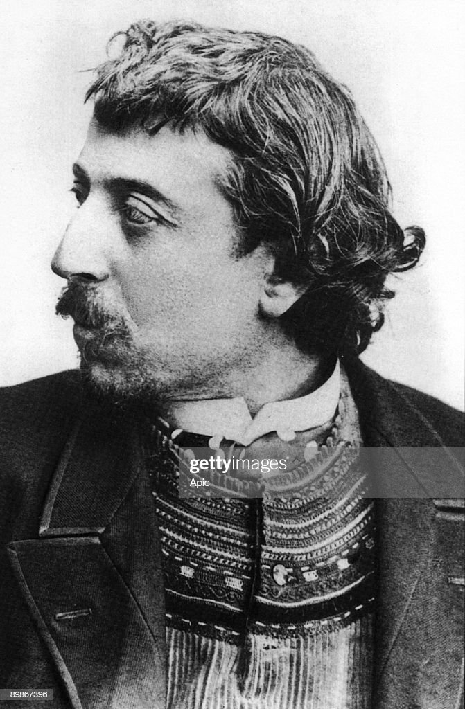 Paul Gauguin (1848-1903) french painter here in Copenhague in march 1891 with a breton cardigan, selfportrait dedicated to Carriere : News Photo