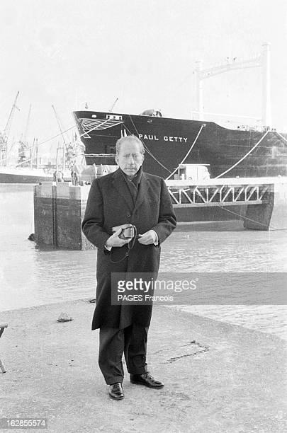 Paul Getty And His Oil Tanker 1960 portrait de J Paul Getty industriel américain fondateur de la Getty Oil Company et du Getty Center sur son...