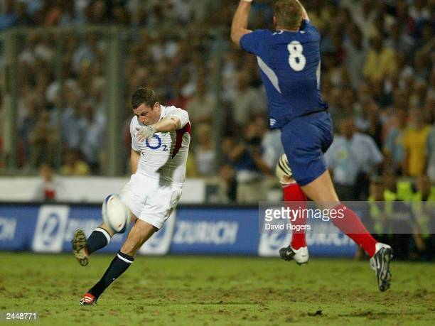 Paul Grayson of England misses with a last minute drop goal attempt during the Rugby Union International match on August 30 between France and...