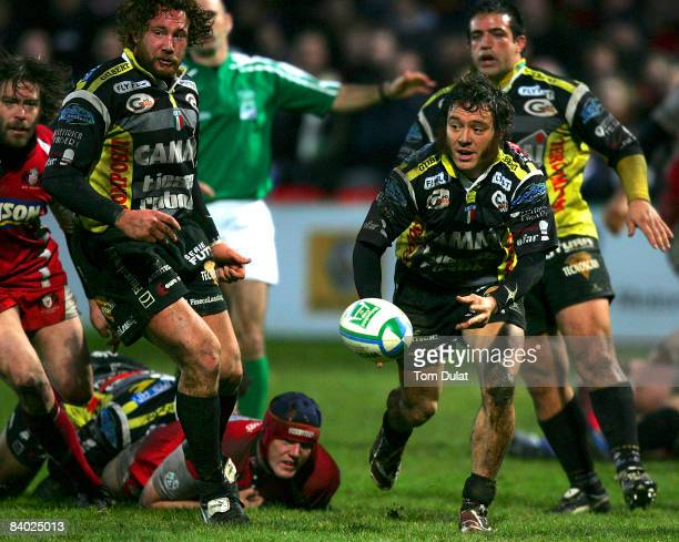 Paul Griffen of Rugby Calvisano passes the ball during the Heineken Cup match between Gloucester and Rugby Calvisano at Kingsholm on December 13 2008...