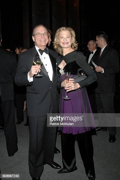 Paul Hale and Robin Bell attend FRENCHAMERICAN FOUNDATION GALA DINNER at The Four Seasons Restaurant on November 7 2007 in New York City