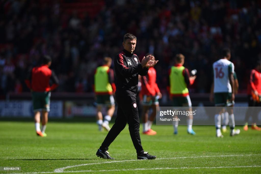Paul Heckingbottom manager of Barnsley claps the fans after the Sky Bet Championship match between Sheffield United and Barnsley at Bramall Lane on August 19, 2017 in Sheffield, England.