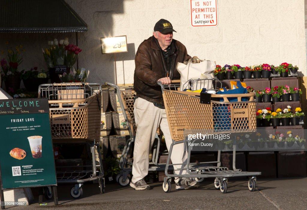 Safeway Christmas Hours 2020 Lynnwood Paul Henderson from Lynnwood, WA leaves a Safeway grocery store