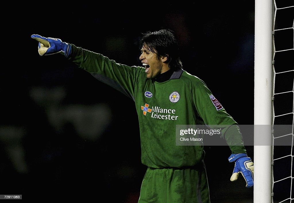 Paul Henderson of Leicester City gestures during the Coca Cola Championship match between Leicester City and Sunderland at the Walkers Stadium on January 1, 2007, in Leicester, England