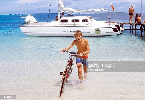 Paul Herwig ZDFReihe 'Traumschiff' Folge 16 'Mexiko' Episode 3 'Theorie und Praxis' Meer Boot Steg Fahrrad Badehose Urlaub Schauspieler Promis...