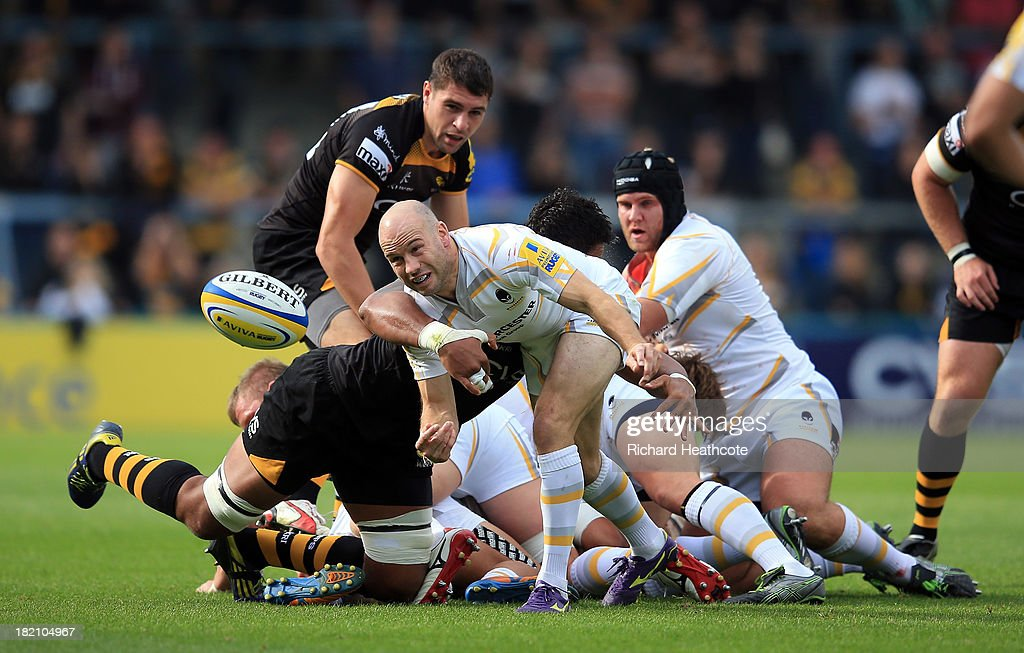 Paul Hodgson of Worcester passes the ball out under pressure from Nathan Davies of Wasps during the Aviva Premiership match between London Wasps and Worcester Warriors at Adams Park on September 28, 2013 in High Wycombe, England.