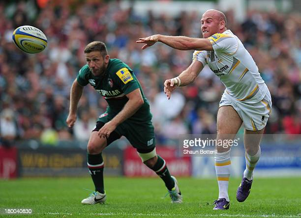 Paul Hodgson of Worcester Warriors passes the ball as David Mele of Leicester Tigers looks on during the Aviva Premiership match between Leicester...