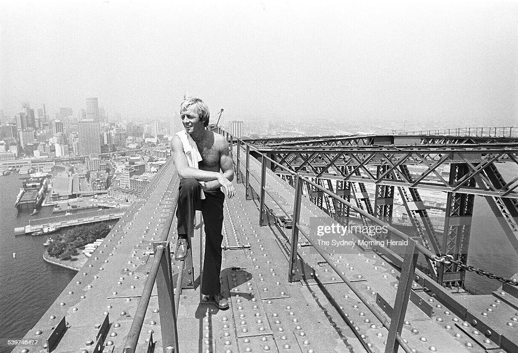 Paul Hogan during his time as a rigger on the Sydney Harbour Bridge on 30 Januar : Fotografía de noticias