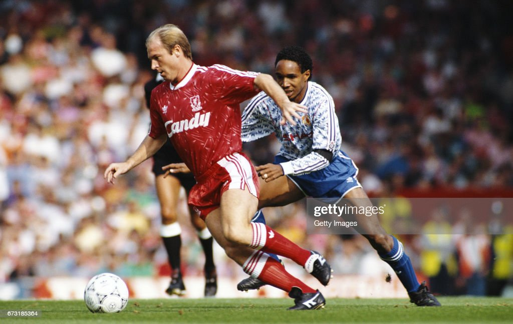 Liverpool v Manchester United League Division One 1989/90 : News Photo