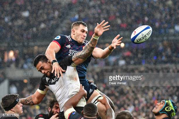 Paul Jedrasiak of France and Vaea Fifita of New Zealand during the test match between France and New Zealand at Stade de France on November 11 2017...