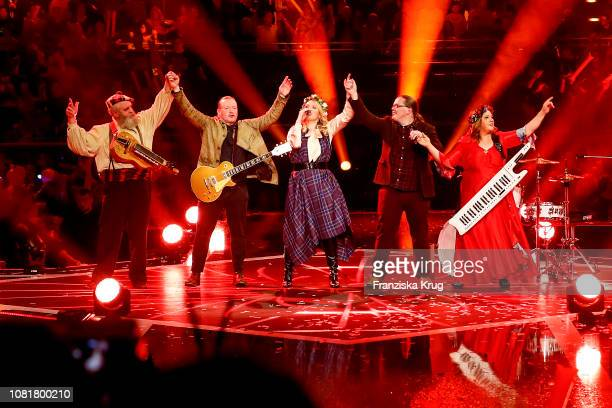 Paul Kelly Joey Kelly Maria Patricia Kelly Angelo Kelly and Kathy Ann Kelly during the television show 'Schlagerchampions Das grosse Fest der Besten'...
