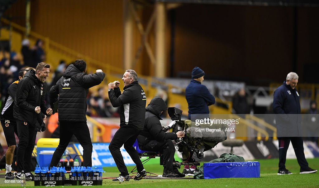 Paul Lambert manager / head coach of Wolverhampton Wanderers celebrates at full time as Steve Bruce manager / head coach of Aston Villa stands dejected during the Sky Bet Championship match between Wolverhampton Wanderers and Aston Villa at Molineux on January 14, 2017 in Wolverhampton, England.