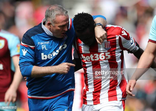 Paul Lambert Manager of Stoke City talks to Mame Biram Diouf of Stoke City as they walk off at half time during the Premier League match between...