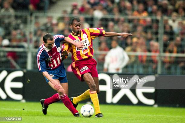 Paul LE GUEN of PSG and Wagneau ELOI of Lens during the French Cup Final match between Paris Saint Germain and Lens at Stade de France SaintDenis...