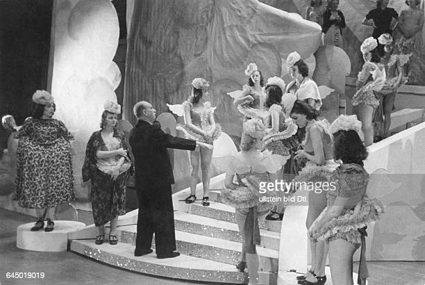 Paul Lincke during operetta rehearsal in Berlin operetta Venus on EarthPublished in Berliner Morgenpost Photographer Transocean / Schmidt