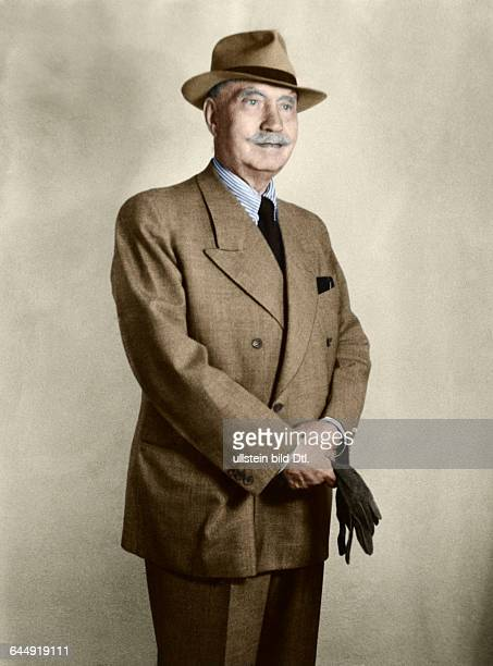 Paul Lincke1966 1946Composer Germnay with hat and gloves last portraitPhotographer Sigrid Hoffmann Hahnenklee 1946 subsequently coloured