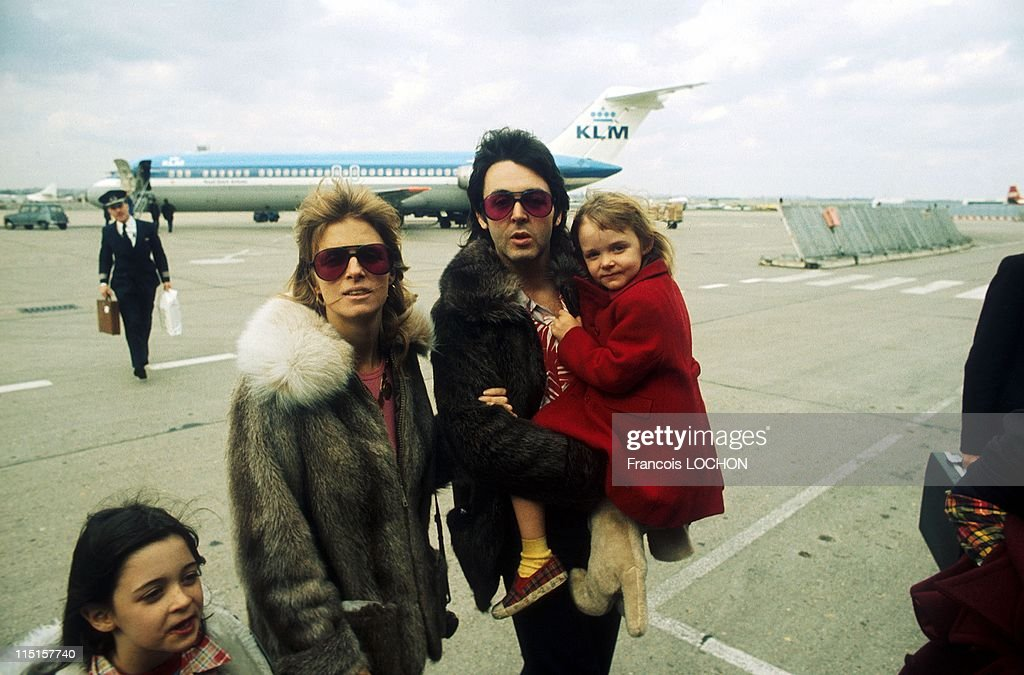 Paul, Linda And Stella Mccartney In United Kingdom In April, 1998. : News Photo
