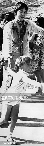 KINGDOM Paul McCartney and Julian Lennon July 1967