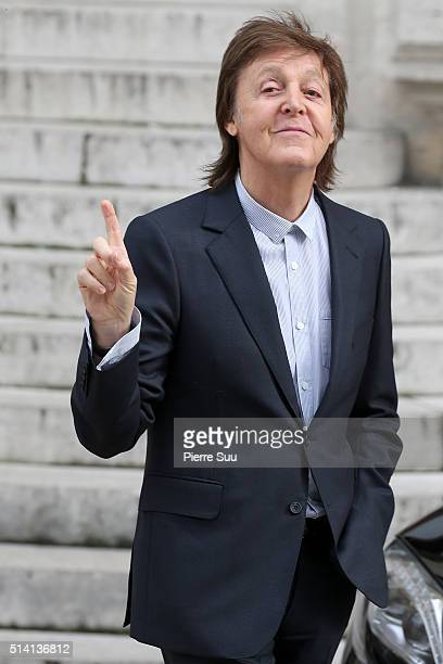 Paul McCartney arrives at the Stella McCartney show as part of the Paris Fashion Week Womenswear Fall/Winter 2016/2017 on March 7 2016 in Paris France