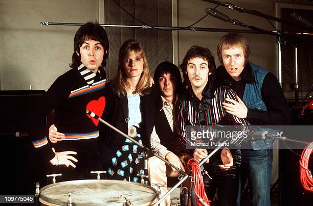 Paul McCartney Linda McCartney Jimmy McCulloch Denny Laine and Geoff Britton of Wings in 1974