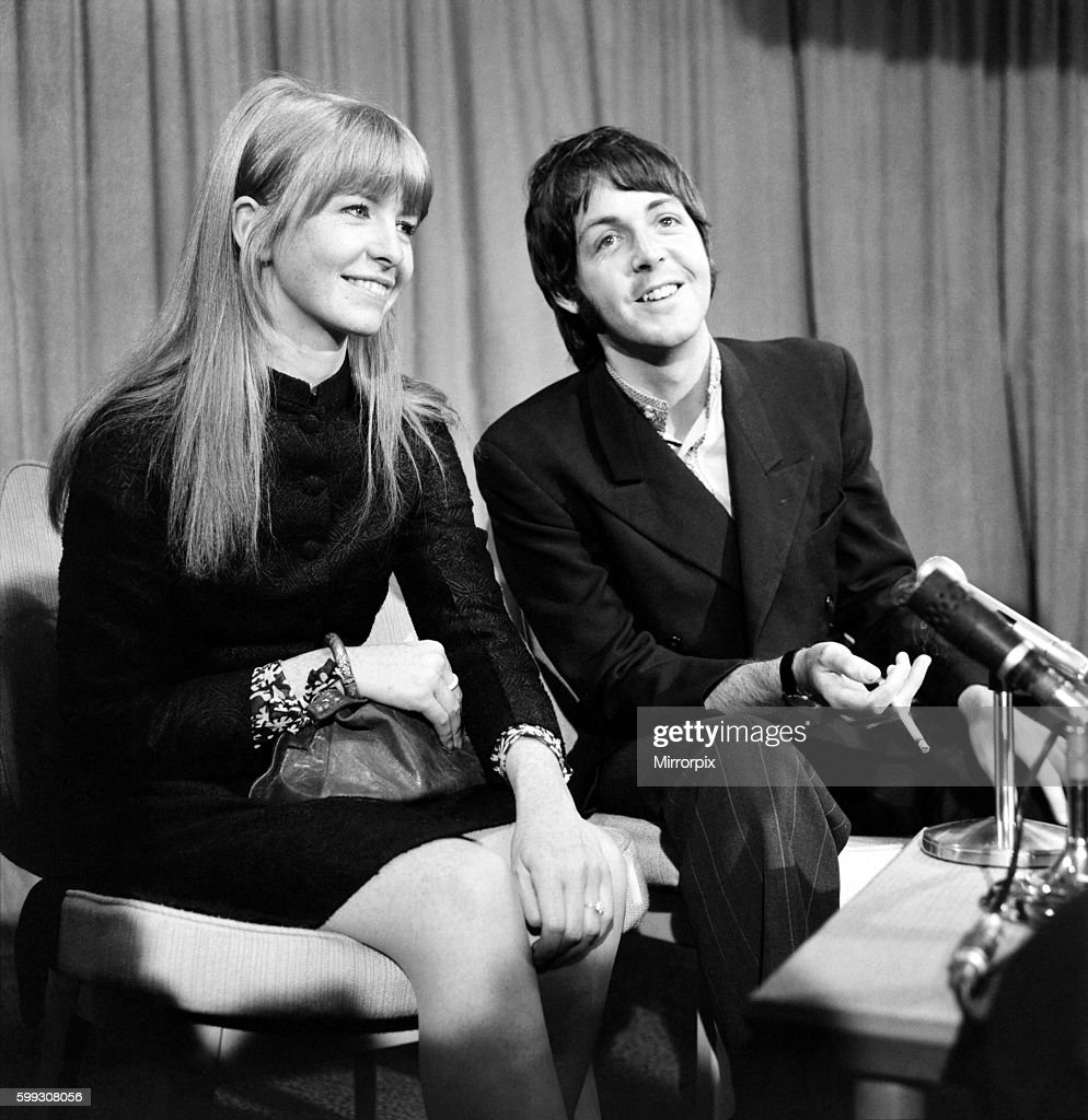 Paul McCartney Of The Beatles And Jane Asher At Heathrow Today March 1968 Y02939