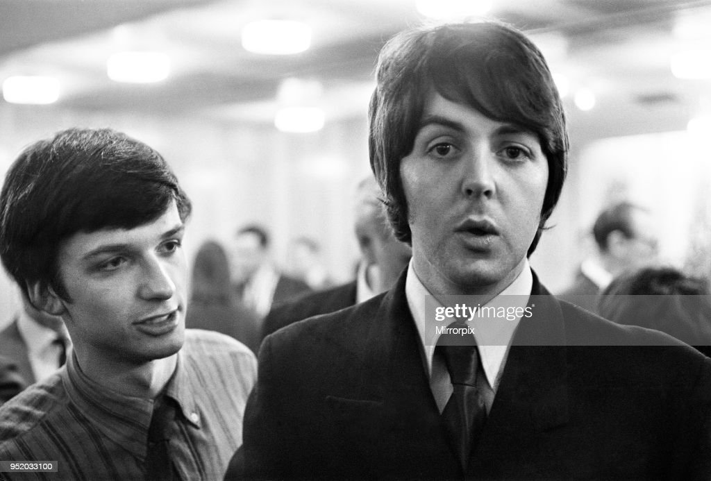 Paul McCartney at press conference to announce Leicester University's art festival : News Photo