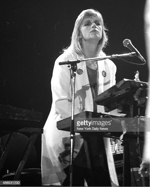 Paul McCartney & Wings, world tour with his wife Linda Eastman at the Meadowlands