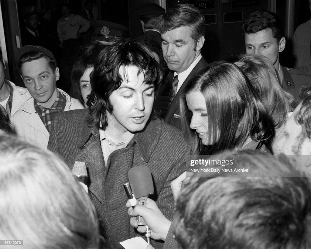 Paul McCartney With Wife Linda Eastman At Kennedy Airpprt