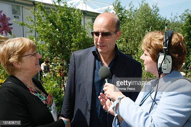 Paul McKenna and Anne Diamond attend The RHS Chelsea Flower Show 2011 on May 23 2011 in London United Kingdom