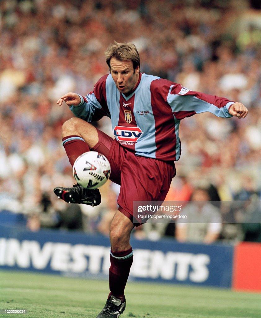 Chelsea v Aston Villa - 2000 FA Cup Final : News Photo